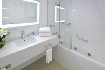 LED Mirror 1000 x 800 Accor Glen Waverley Melbourne